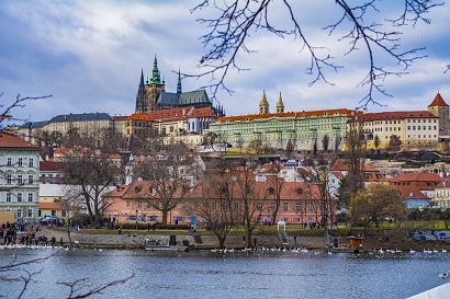 Dieses Bild hat ein leeres Alt-Attribut. Der Dateiname ist Prag.jpeg
